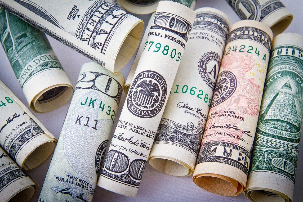 Почему ненадежно держать деньги в банке и как сохранить свои средства